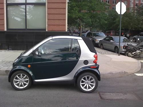 car_Smart_Fortwo_On_Street.jpg